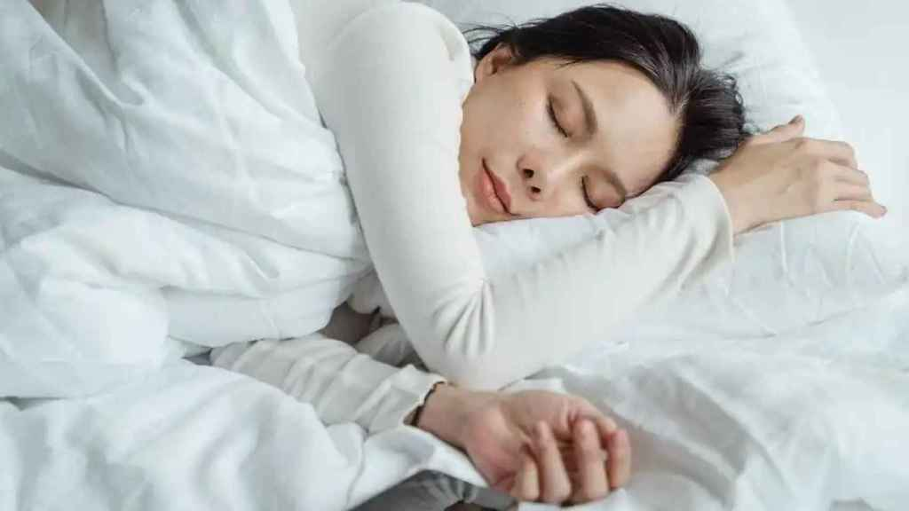 It also affects the quality of sleep;  preventing rest and, therefore, promoting the appearance of dark circles.