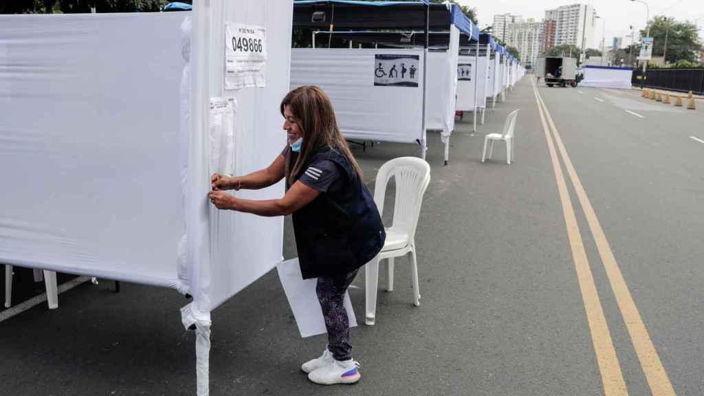 Cabinas para la votación de este domingo.