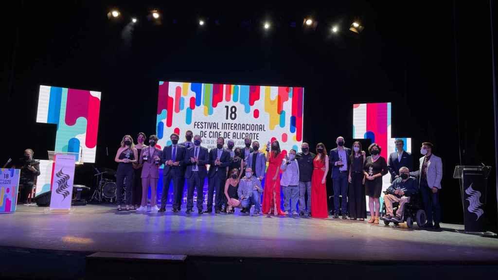Foto de todos los participantes y premiados.