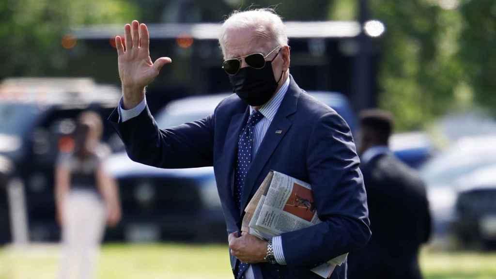Joe Biden saliendo de la Casa Blanca.