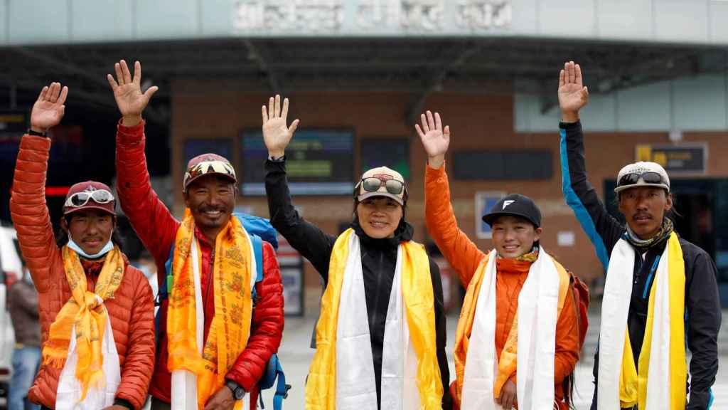 Sherpas reciben un homenaje tras su ascenso al Everest