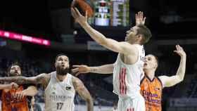 Fabien Causeur anota una bandeja ante Valencia Basket