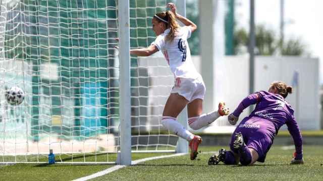 Kosovare Asllani marca un gol ante la Real Sociedad