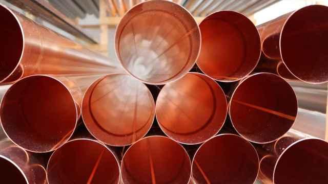 Tubos de cobre en una fábrica.