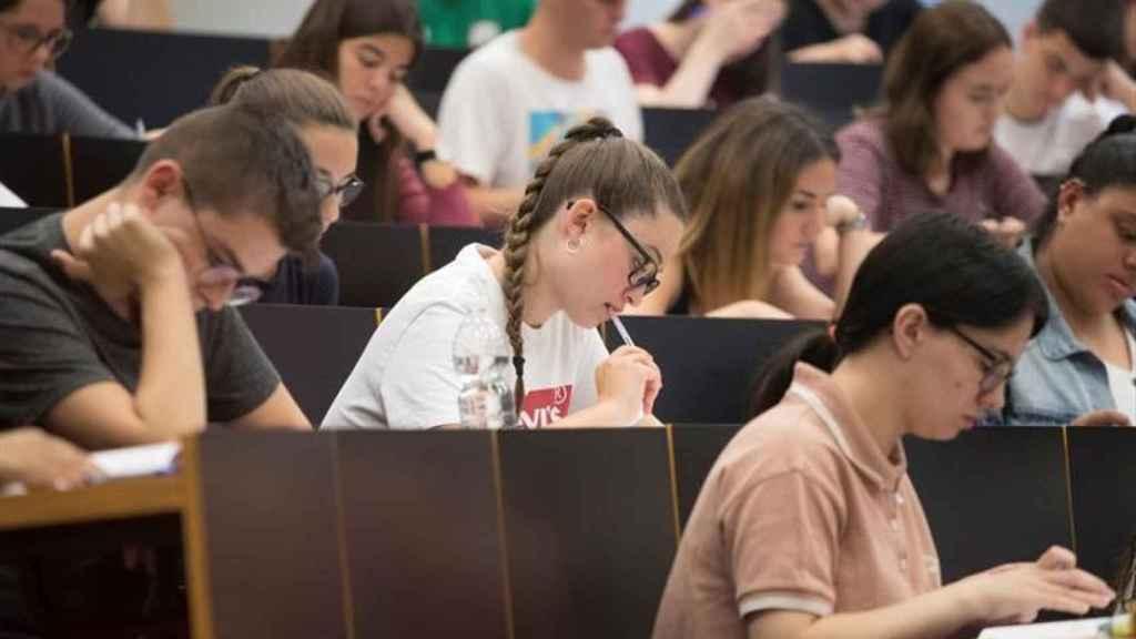 Un grupo de estudiantes en la Universitat Pompeu Fabra de Barcelona.