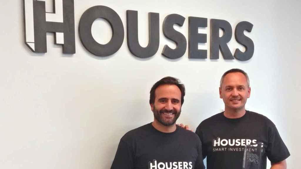 Álvaro Luna y Juan Antonio Balcázar, presidente y CEO de Housers, en una foto de archivo.
