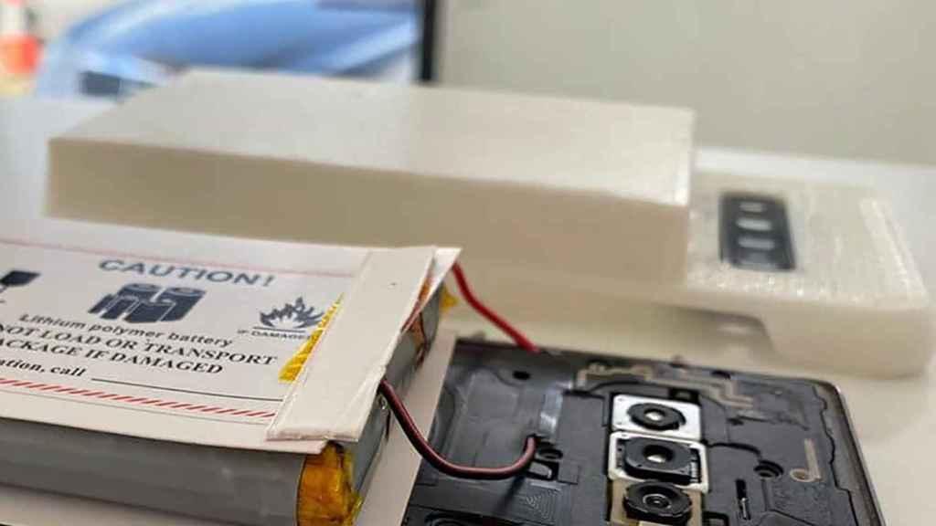 La carcasa blanca diseñada con una impresora 3D