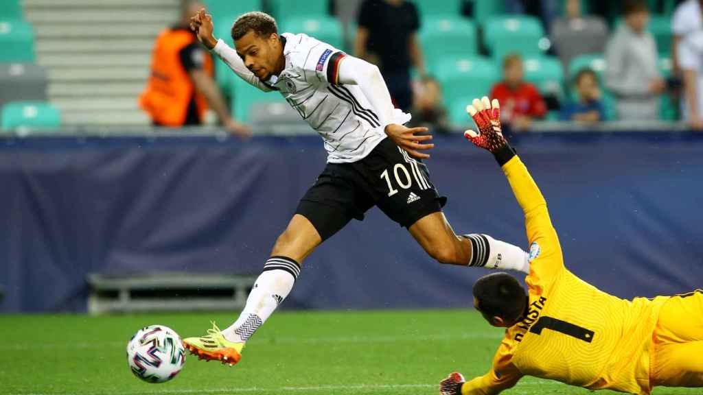 Lukas Nmecha marca el gol de la victoria en la final del Europeo sub21 2021