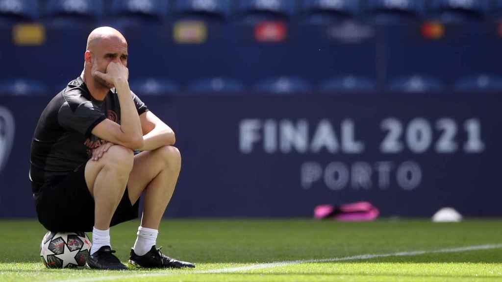 Pep Guardiola, durante un entrenamiento del Manchester City