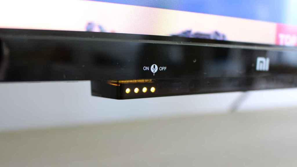 El Xiaomi Mi TV P1 tiene un interruptor para silenciar el micrófono.