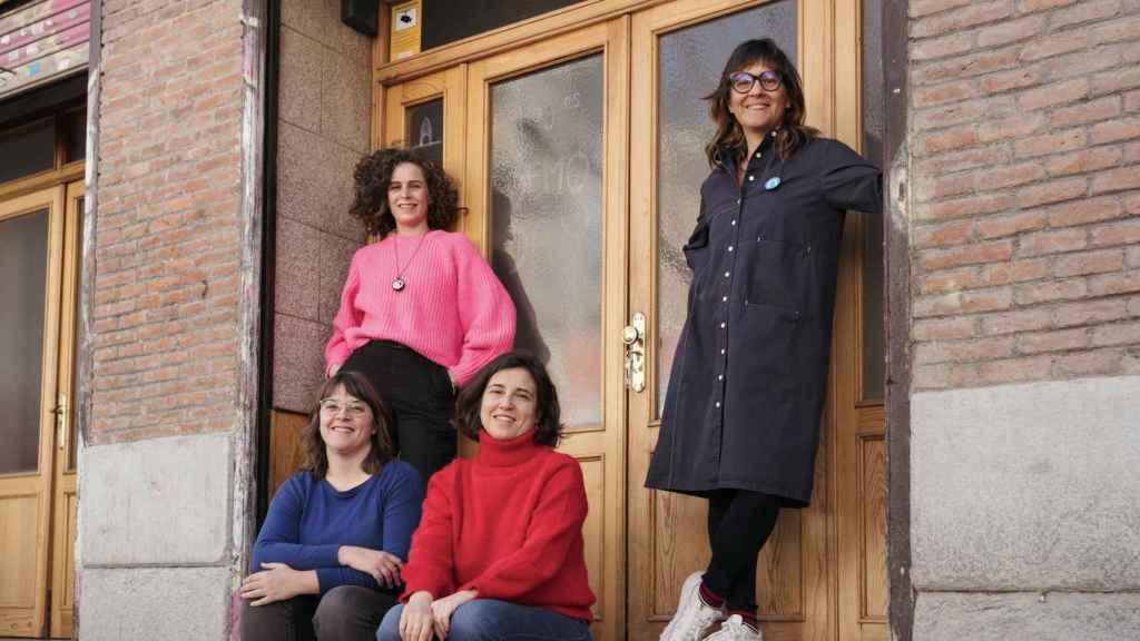 Isabel Inés Casasnovas, junto a su equipo. Foto: Julián Fallas.