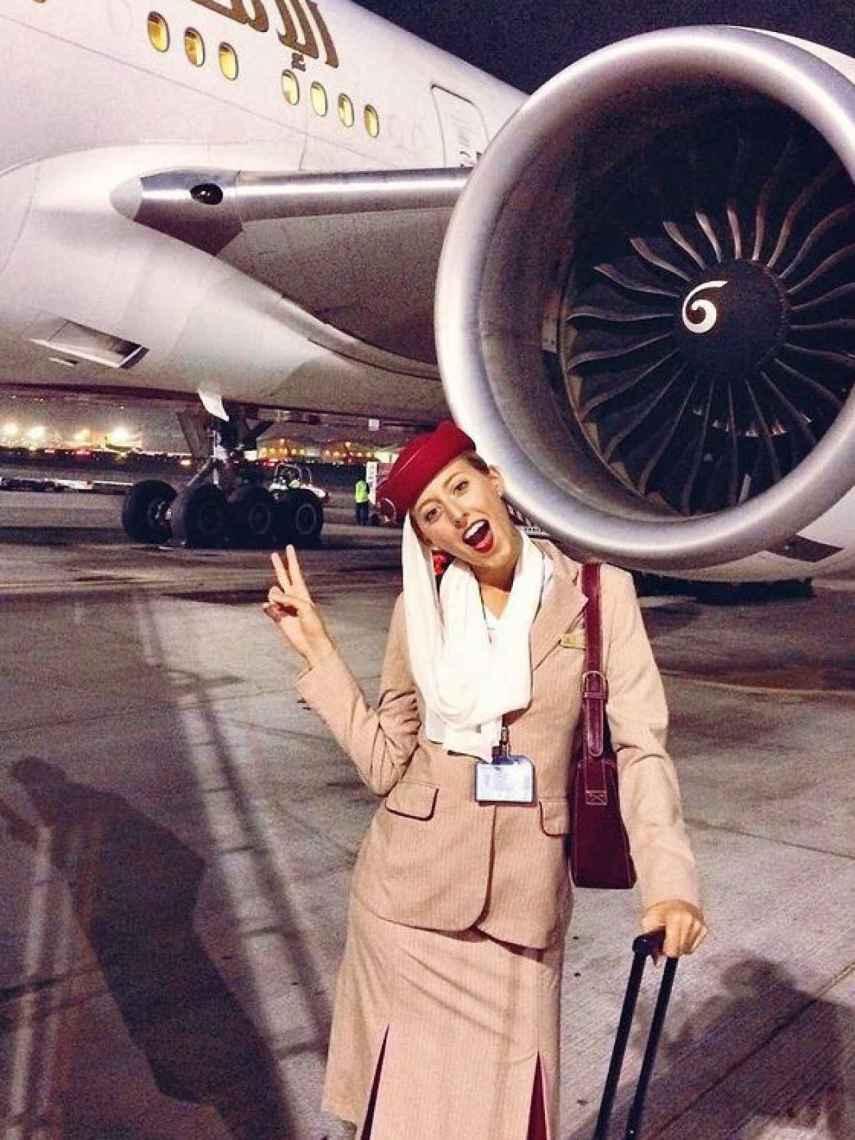 Anita con el uniforme de Emirates.