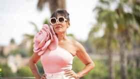 Candela Peña, con un original 'look' conformado por un bañador y un 'short'.