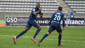 Silas Wamangituka celebra un gol con el Stuttgart
