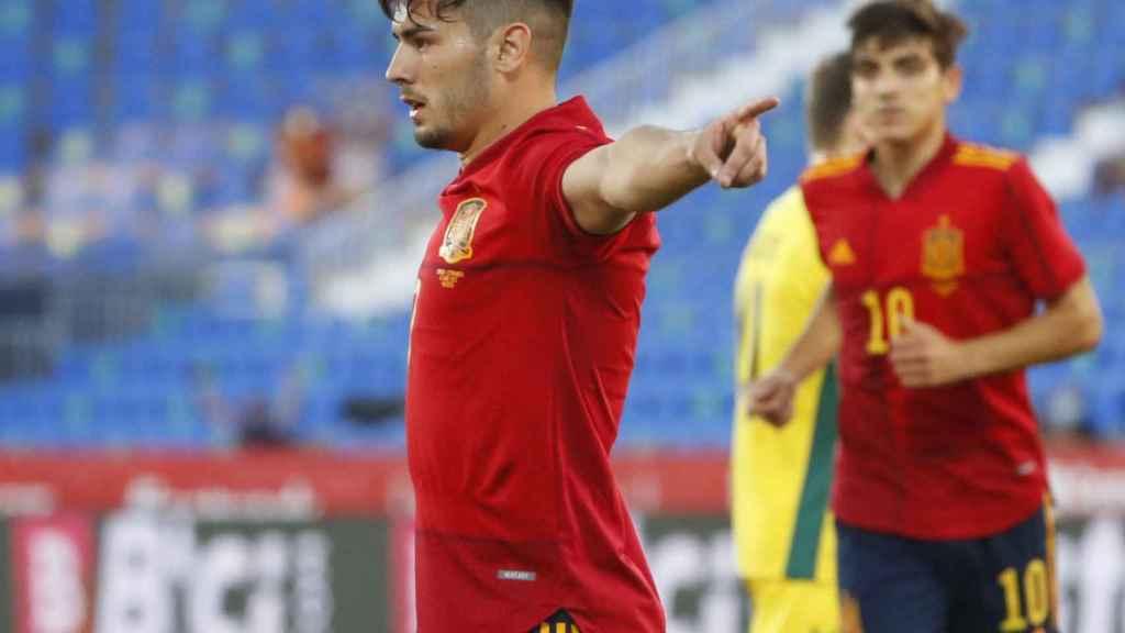 Brahim Díaz celebra su gol con la selección española