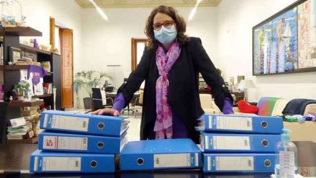 Mónica Oltra, en su despacho. EE