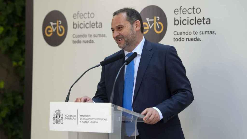 El ministro de Transportes, Movilidad y Agenda Urbana, José Luis Ábalos, interviene en la presentación de la 'Estrategia Estatal por la Bicicleta'.
