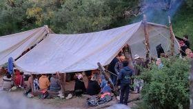 La carpa de la cocina de la Familia Arcoíris, en el asentamiento del valle del Portilla.