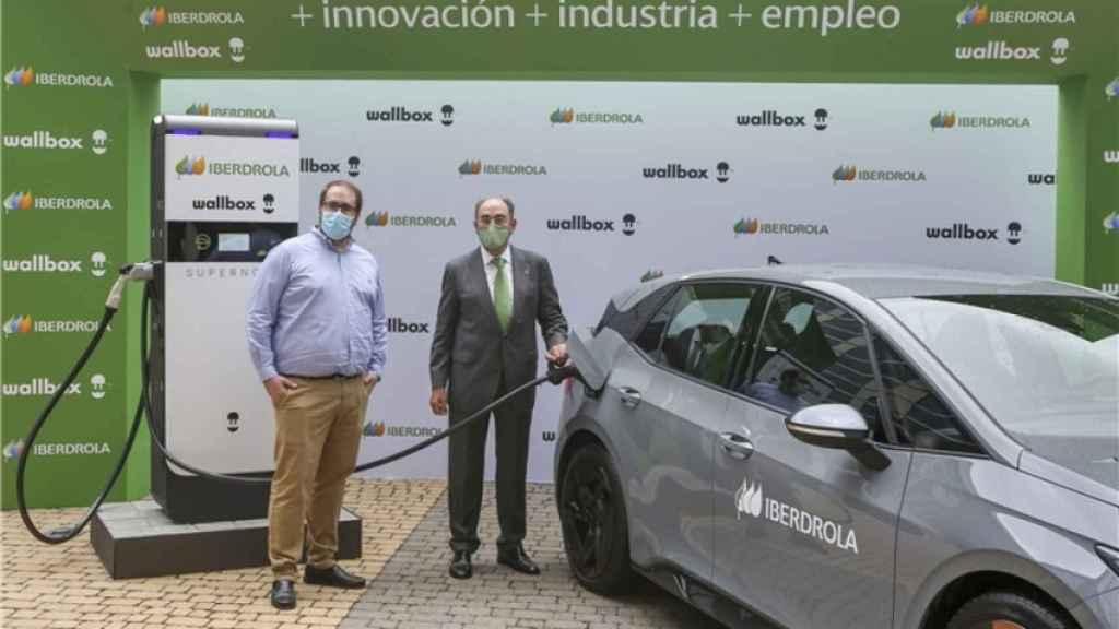 Enric Asunción, CEO de Wallbox, junto a José Ignacio Sánchez Galán,  consejero delegado de Iberdrola.