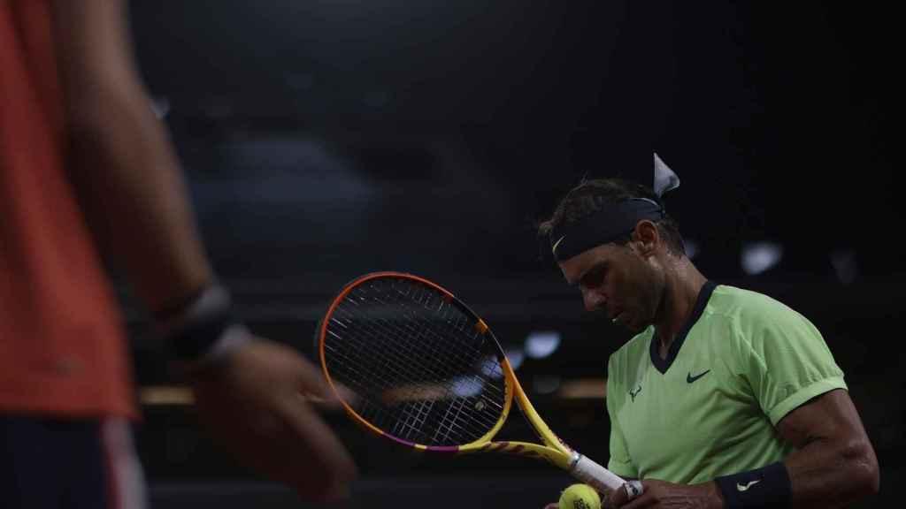 Rafa Nadal, jugando sin público en Roland Garros