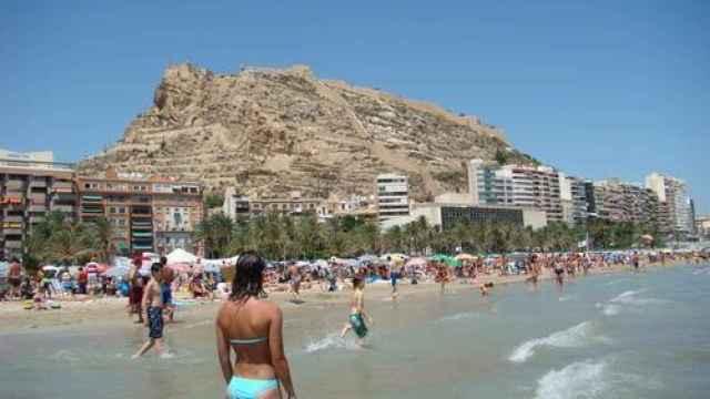 Las 'migajas' del turismo británico (4,8%) siguen gripando la ocupación hotelera en Alicante