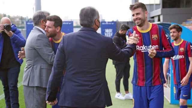 Las imágenes del deporte: la reacción de Piqué al ver la nueva y polémica equipación del Barça