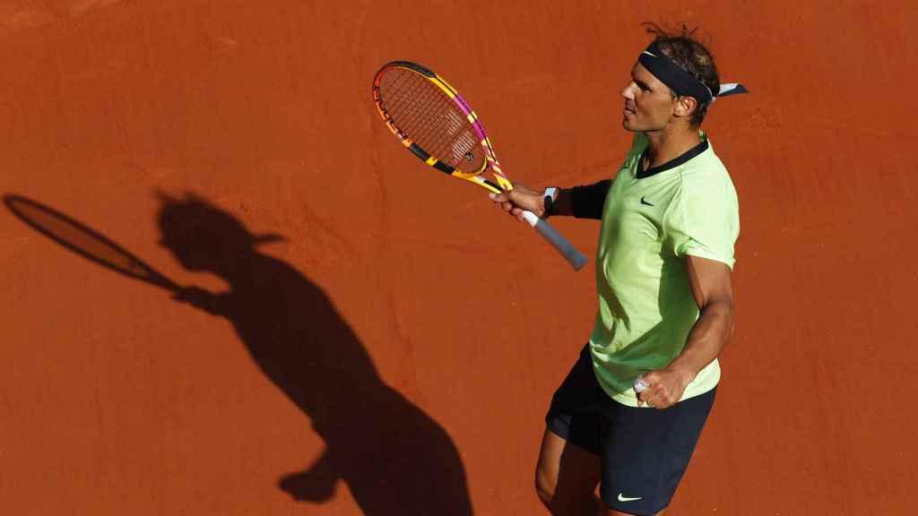 Nadal, celebrando su victoria ante Schwartzman en Roland Garros.