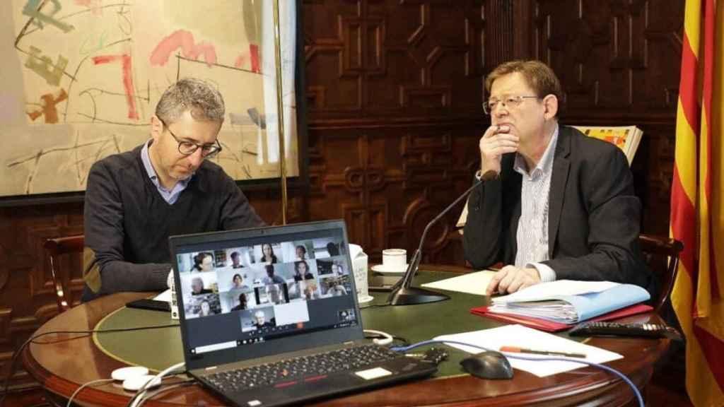 Arcadi España, conseller de Obras Públicas, junto al presidente valenciano, Ximo Puig. EE