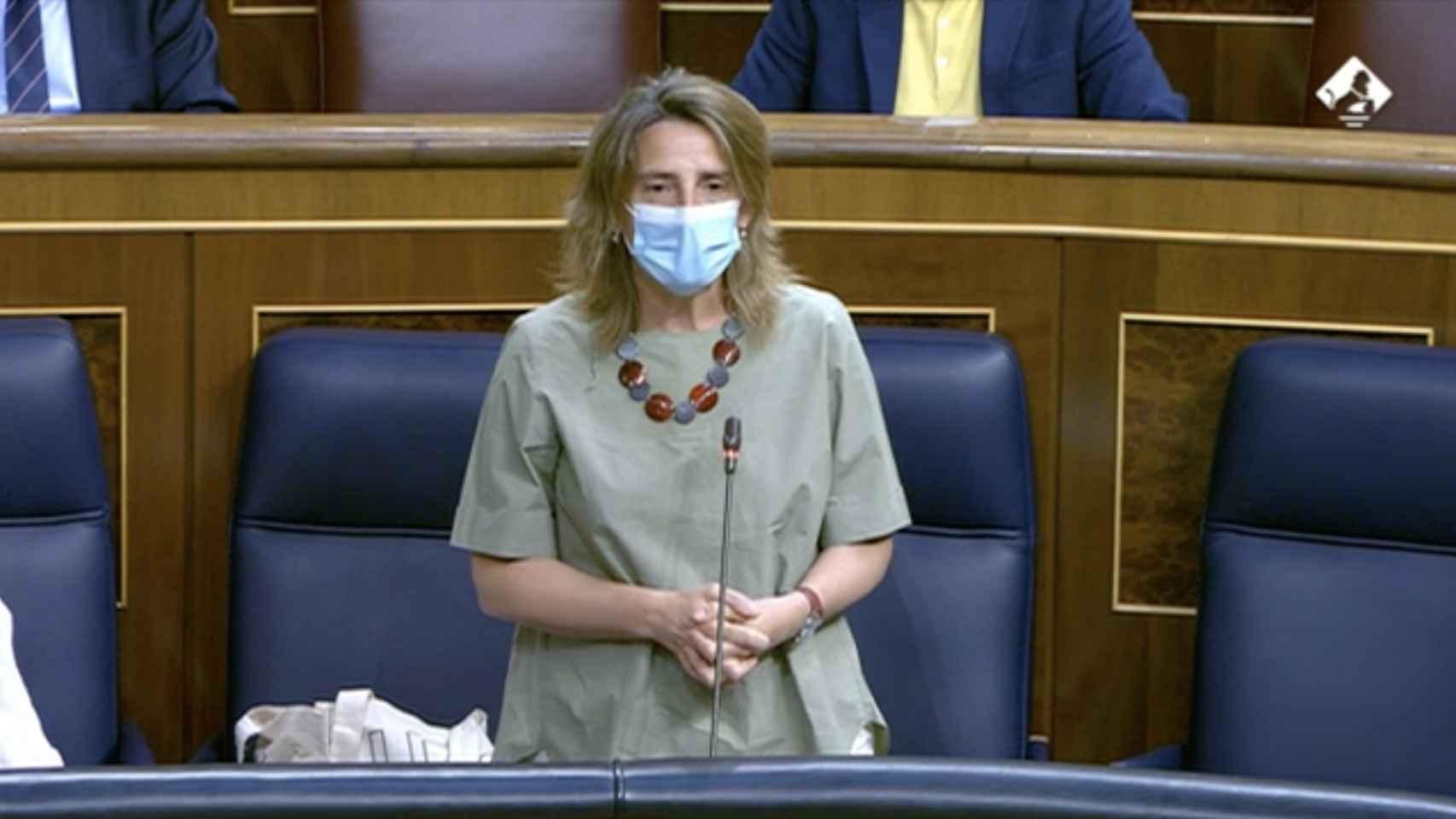 Ribera defiende la nueva factura de la luz y acusa al PP de ser negacionistas climáticos