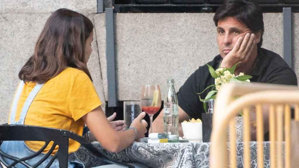 Francisco Rivera y su hija, Tana Rivera, en una terraza.