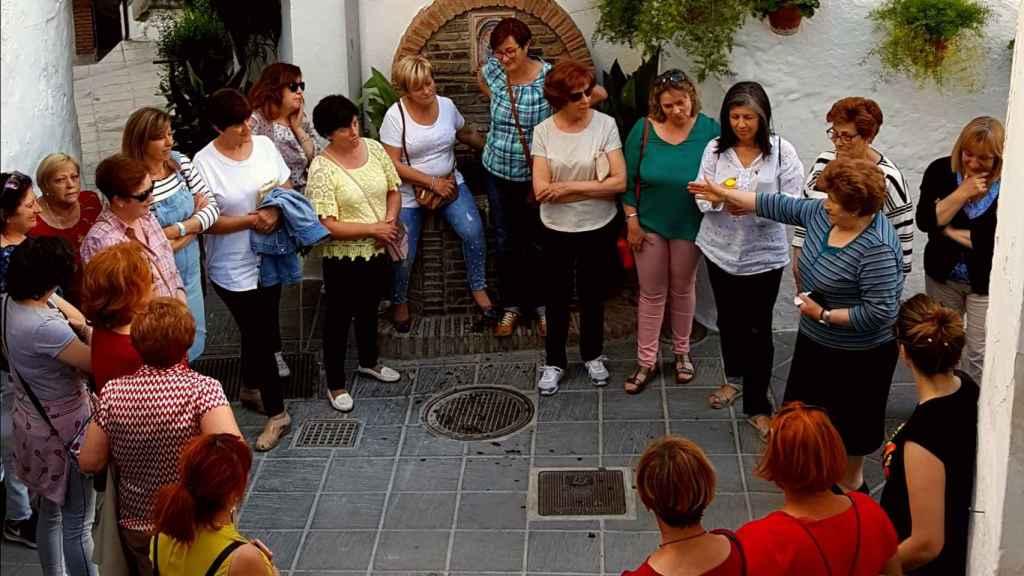 Imagen tomada en Granada con una reunión de mujeres de Güéjar Sierra.