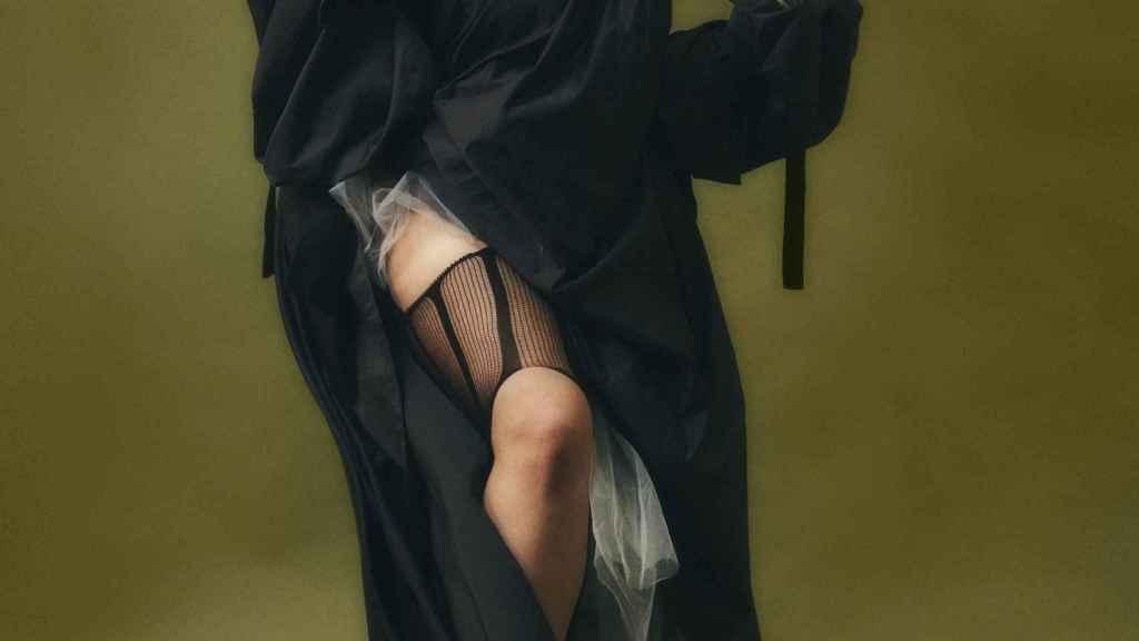 La modelo Alicia Gutiérrez en el editorial de moda para Sicky Magazine.