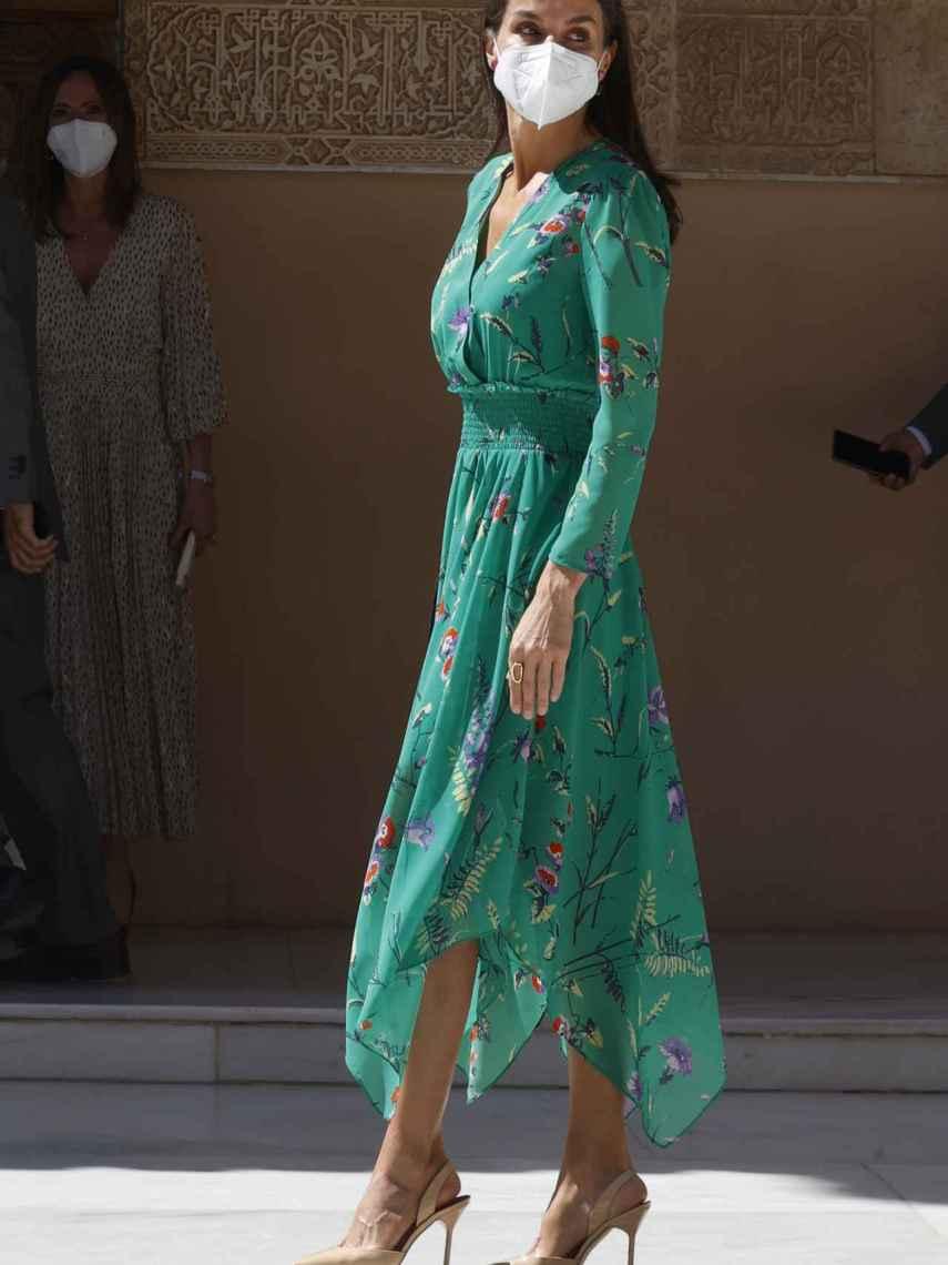 Letizia con vestido de Maje en color verde.