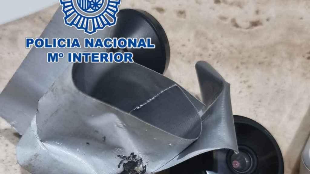 Cámara espía incautada por la Policía nacional de Alicante.