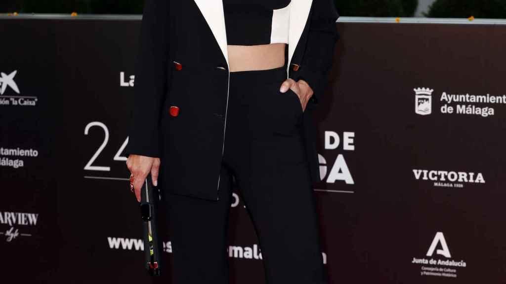 La periodista Elena Sánchez con cuerpo de estilo 'minimal'.