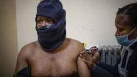 África se enfrenta a una tercera ola agresiva de la Covid con escasez de vacunas