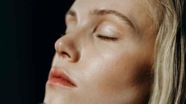 Siete señales cutáneas de que el cuerpo pide una pausa.