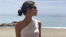 Sandra Gago con un top de corte asimétrico, en una imagen compartida en su Instagram.