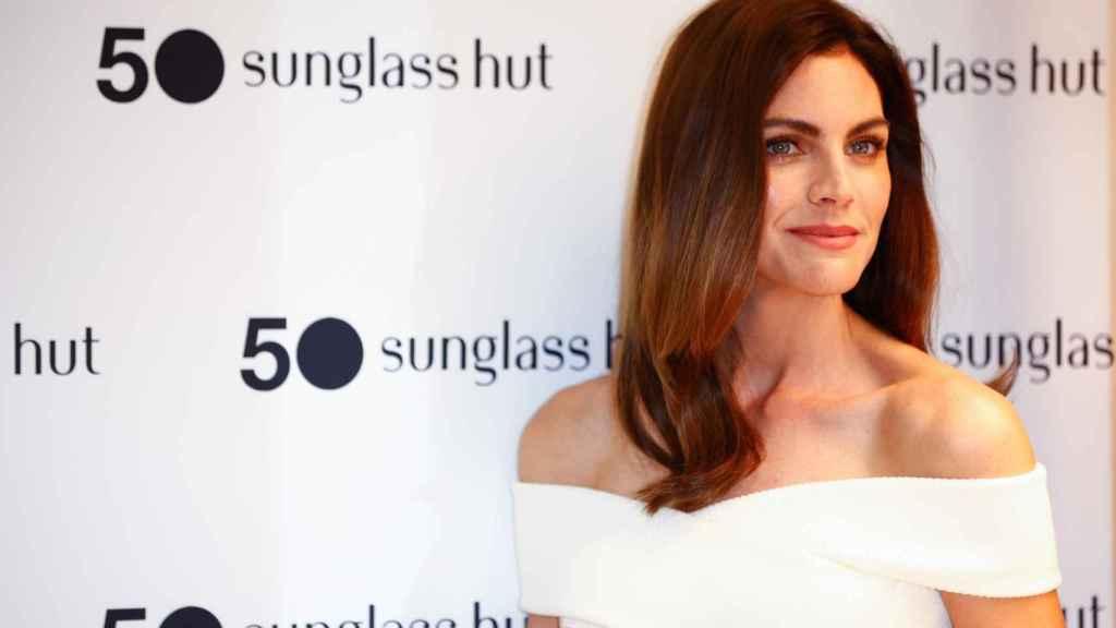 La actriz Amaia Salamanca durante el acto celebrado este jueves en la tienda madrileña 'Sunglass Hut'.