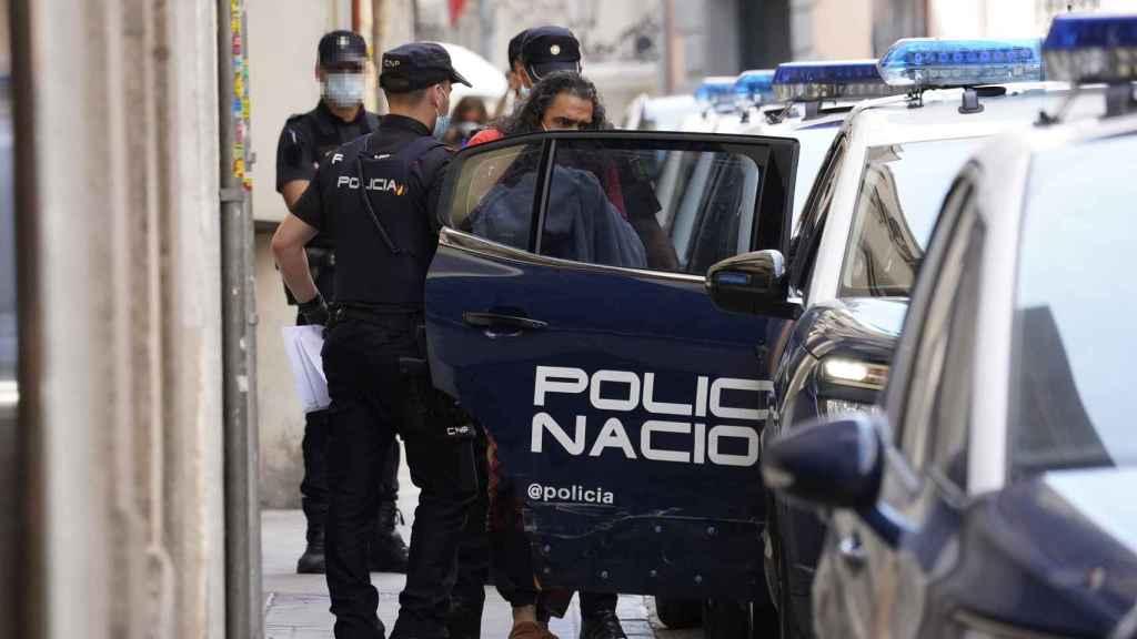 El cantante Diego 'El Cigala' saliendo detenido de comisaría este jueves. EP