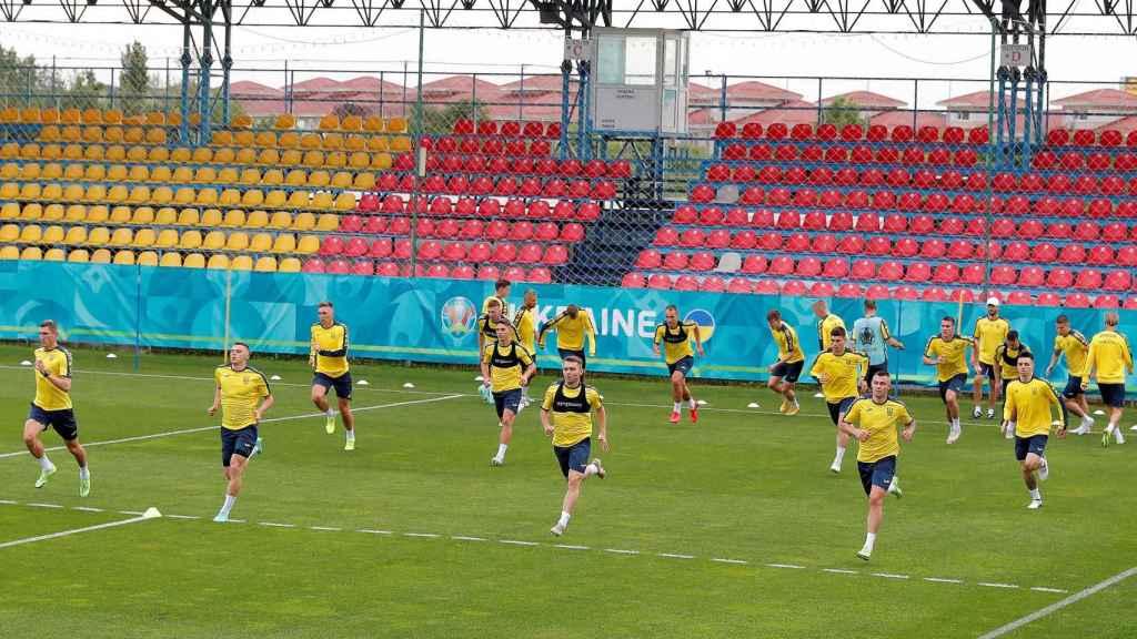 La selección de Ucrania en un entrenamiento para la Eurocopa