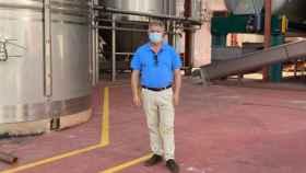 Pedro Casas durante su visita a la cooperativa de Miguel Esteban (Toledo)