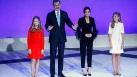 Los Reyes y sus hijas en 2019, en Barcelona, en la ceremonia de los premios de la Fundación Princesa de Girona.