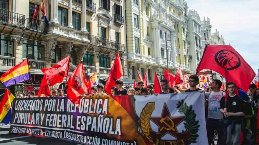 Un desfile de Reconstrucción Comunista por las calles de Madrid.
