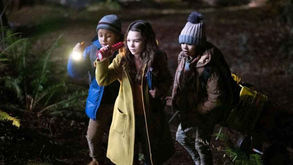 Hilde y sus amigos en 'Home Before Dark'.