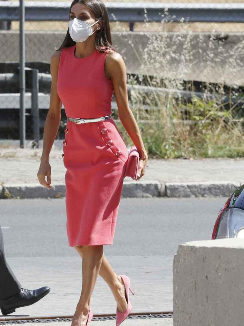Letiizia con vestido de Michael Kors.