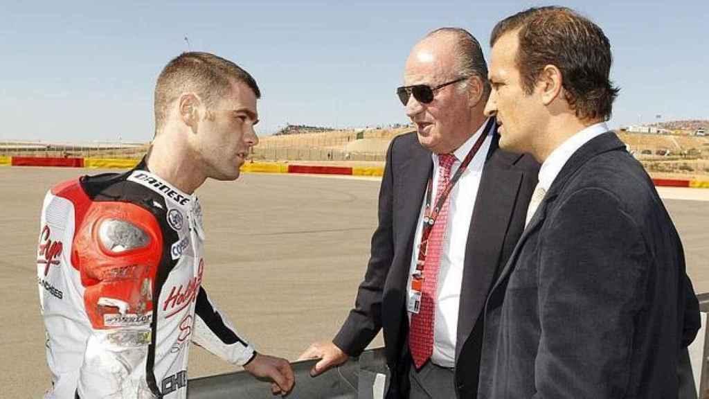 Ángel Villamor junto al Rey Juan Carlos y al piloto Fonsi Nieto.