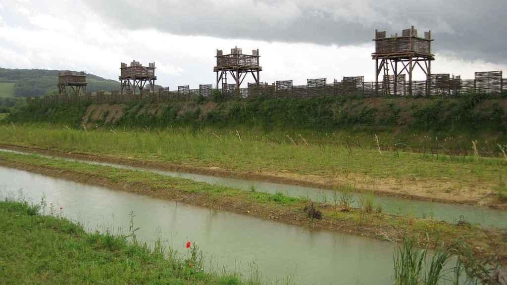 Reconstrucción de las defensas romanas en Alesia.