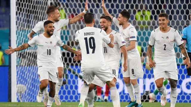 Italia celebra su gol