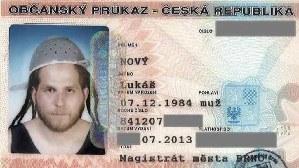 El DNI de Lukas Novy